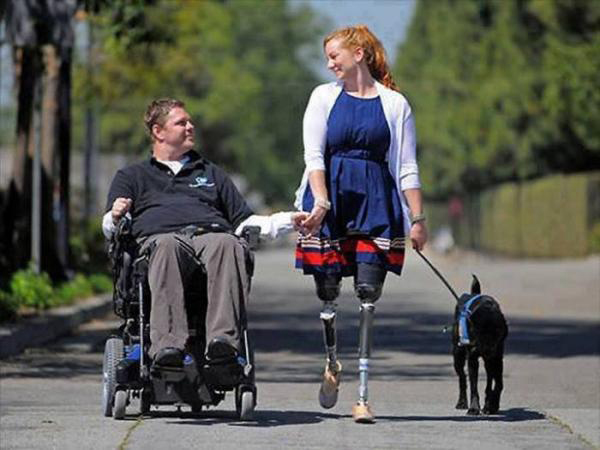 Sử dụng xe lăn cho người bị khuyết tật hai chi dưới